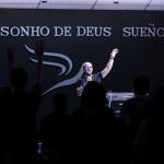 Ap. Basílio Patiño lança livro em Português